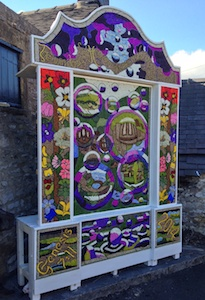 Youlgreave well dressing - bubbles
