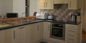 peak district holiday cottages hayloft kitchen