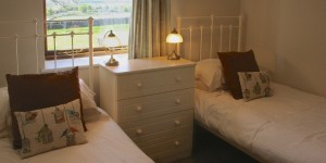 Peak District holiday cottages - hayloft twin bedroom